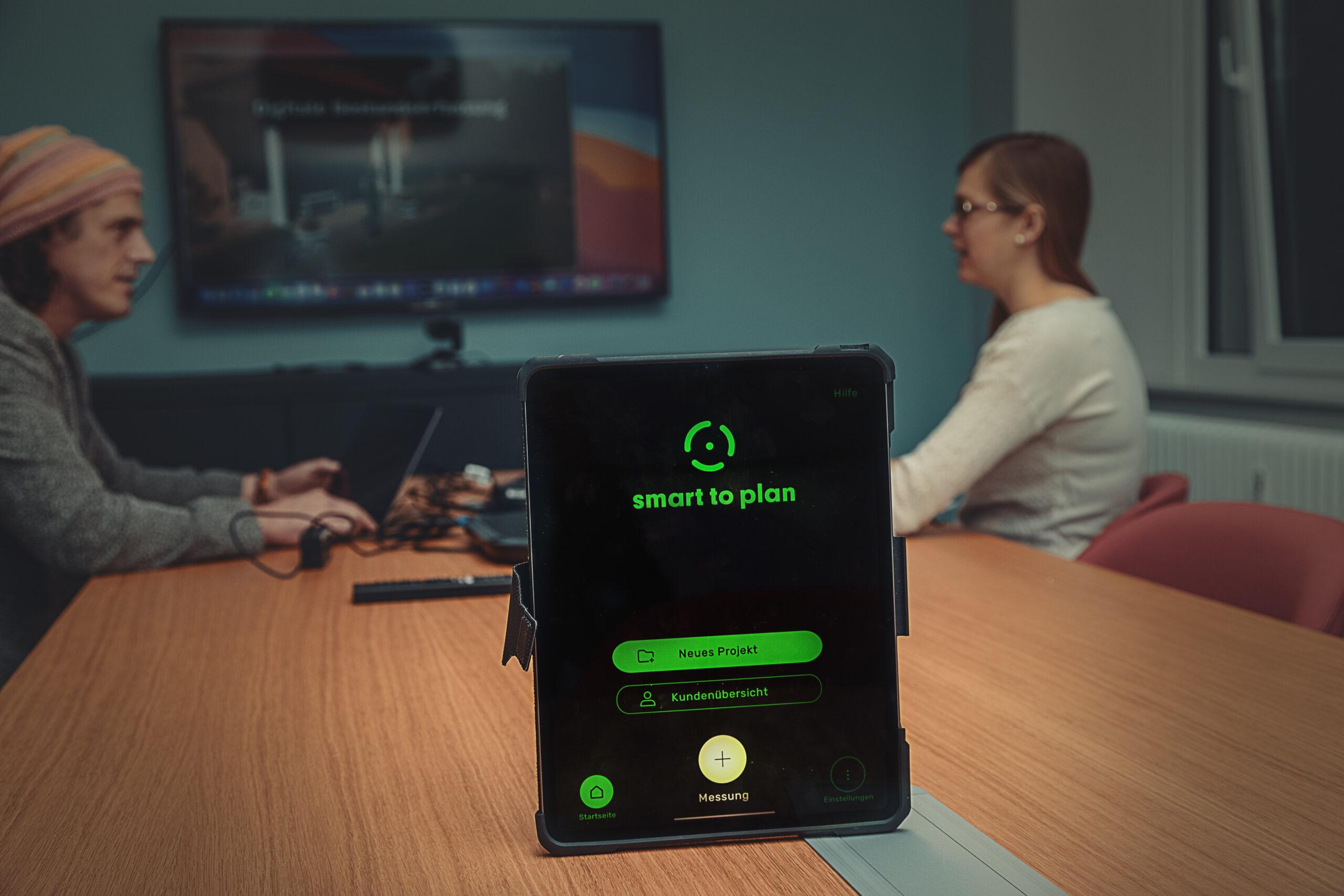 Sascha und Marie als die Aufmaß App smart to plan live geht